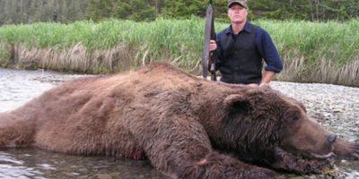 James Hetfield , el cantante de Metallica, también presume su gusto por la cacería. El músico caza venados, patos, gansos, pavos ocelados, jabalíes y osos. Foto:Tumbrl
