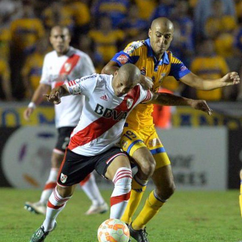 """La más clara para Tigres la tuvo Egidio Arévalo que estrelló su remate en el travesaño y ahogó el grito de gol en el """"Volcán"""". Foto:Getty Images"""
