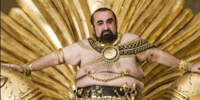 """Ken Davitian, como el rey Jerjes en """"Casi 300"""". Foto:vía 20th Century Fox"""