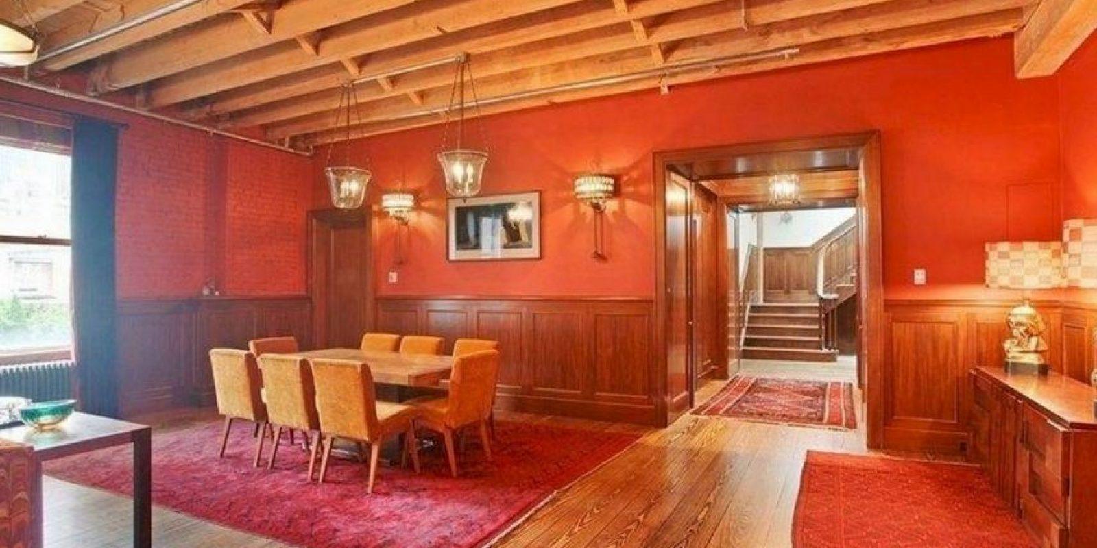 Majestuoso salón decorado con madera Foto:Vía Street Easy