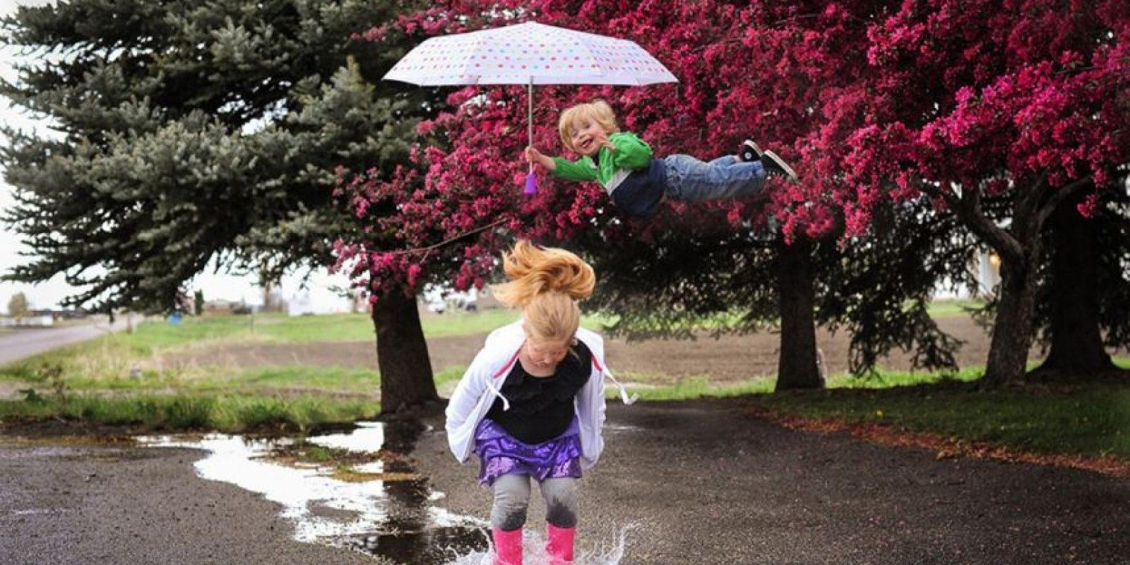 Y aunque es el menor se ha vuelto su superhéroe. Foto:Vía thatdadblog.com
