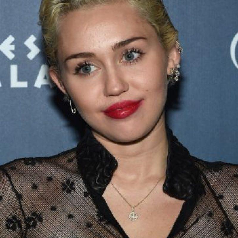 La cantante mostró, en Instagram, una foto de su hermana de 15 años, Noah Cyrus, conduciendo sin respetar la ley.