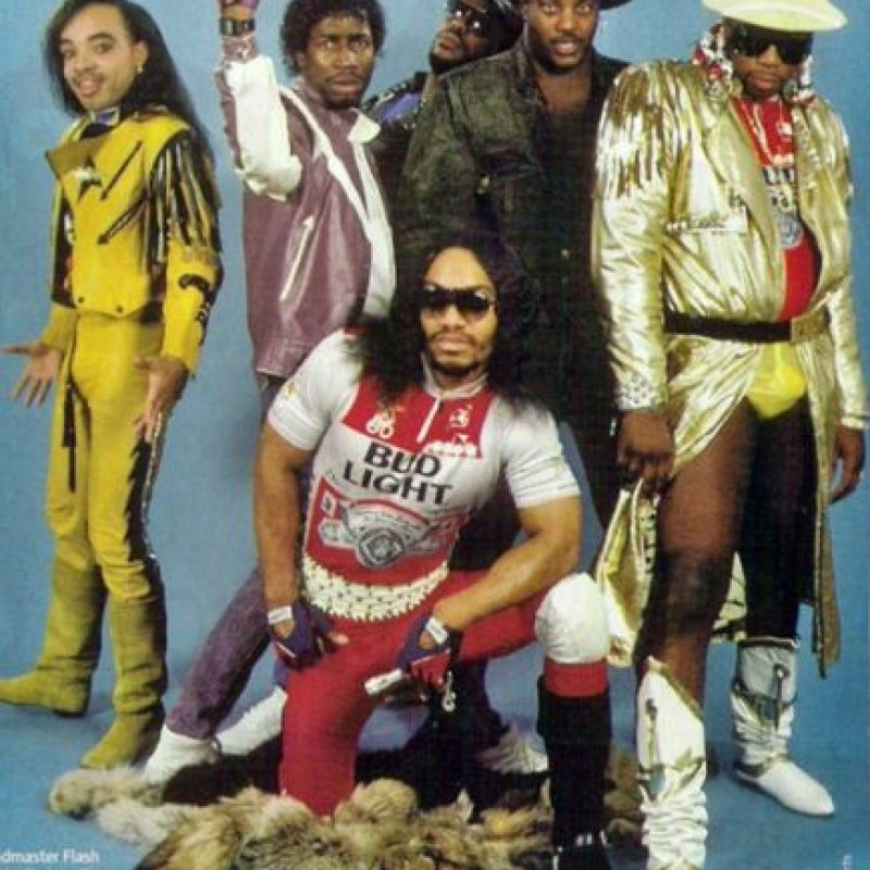 "15. ""Grandmaster Flash & The Furious Five"". Es un grupo estadounidese de hip hop. ¿Qué les parece su vestimenta? Foto: Tumblr"