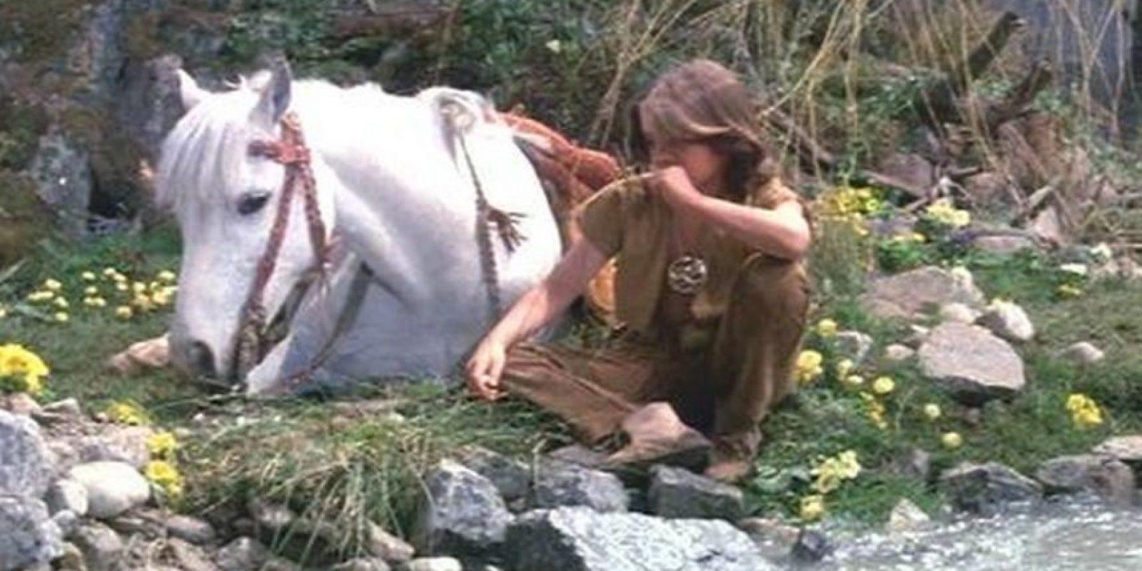 La plataforma hidráulíca que estaba bajo el barro y que sostenía al caballo se rompió. El pobre animal murió ahogado, durante la escena que representaba su propia muerte Foto:Warner
