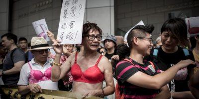 Ella denunció que un oficial le había tocado el busto. Foto:AFP
