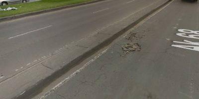 Un pequeño hueco ubicado a la altura de la avenida 68 con Primero de Mayo que ha sido protagonista de varios accidentes de motocicletas. Foto:Google Street View