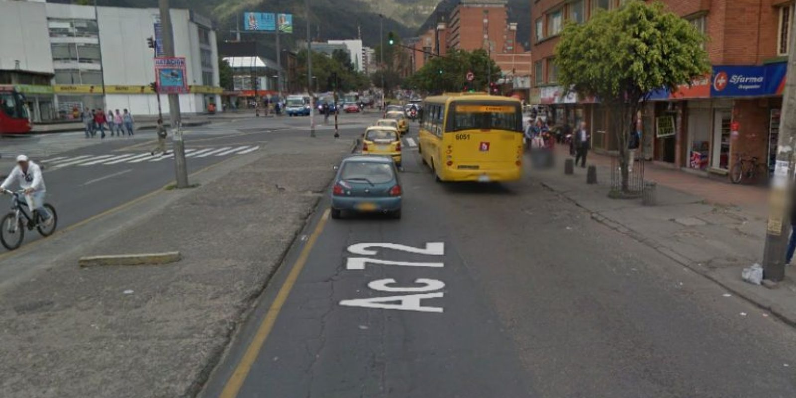Este hueco ubicado en la calle 72 con avenida Caracas es el culpable de los interminables trancones en el sector. Foto:Google Street View