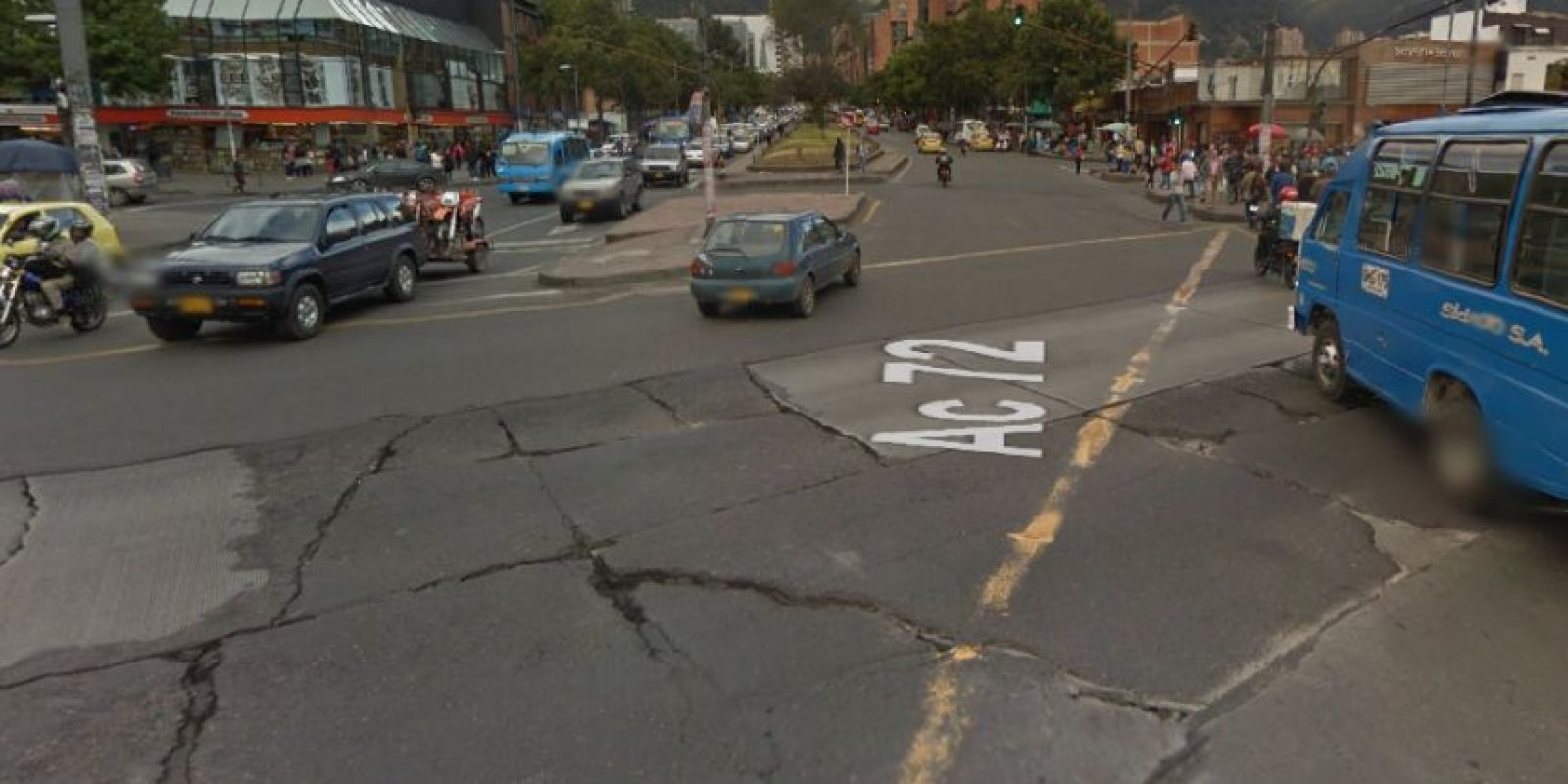 En la calle 72 con Caracas estos deniveles perjudican a los vehículos que transitan por ese lugar. Foto:Google Street View