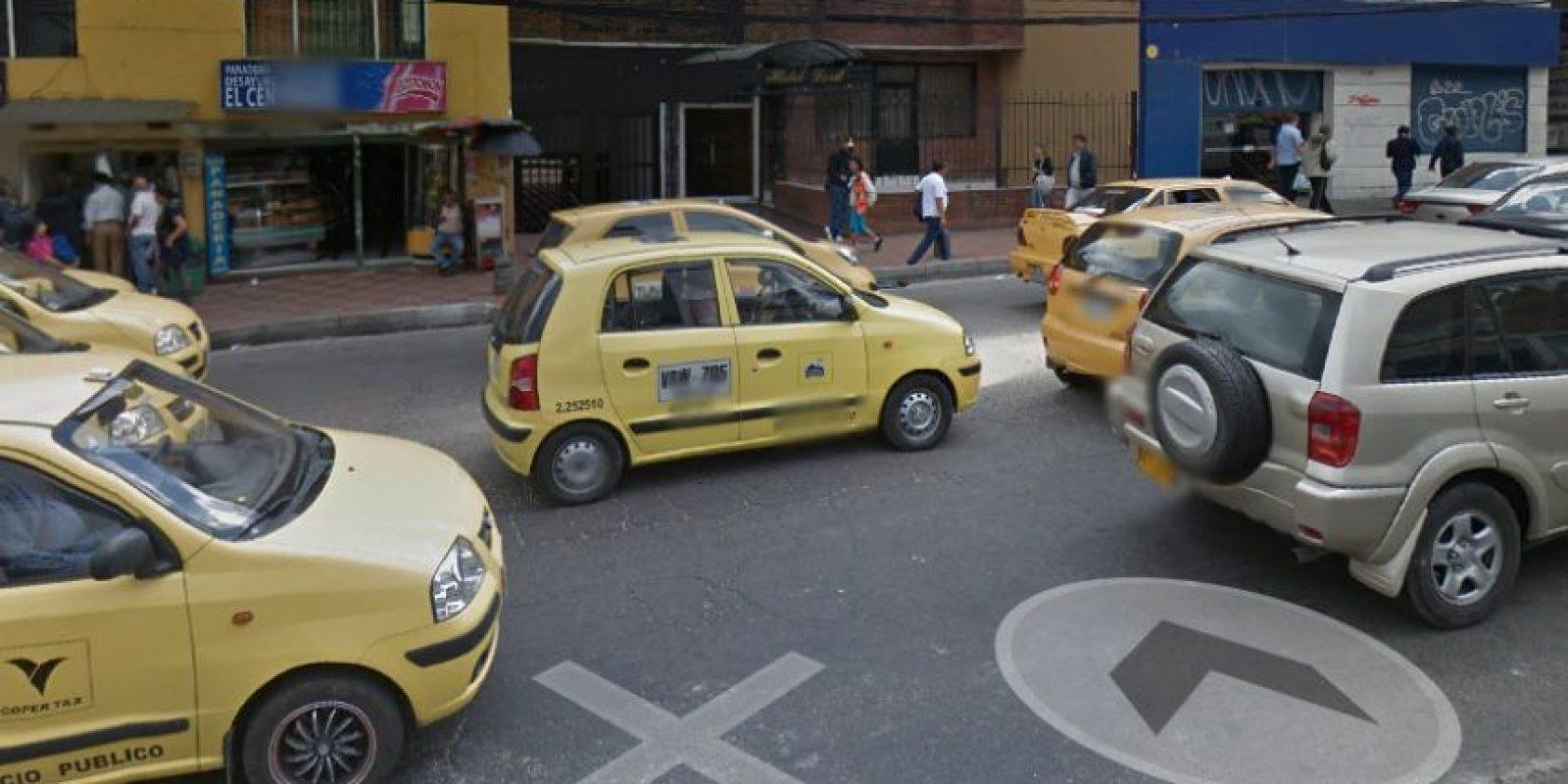 En la calle 36, a la altura de la avenida Caracas, está este hueco que lleva varios meses afectando la movilidad del lugar. Foto:Google Street View