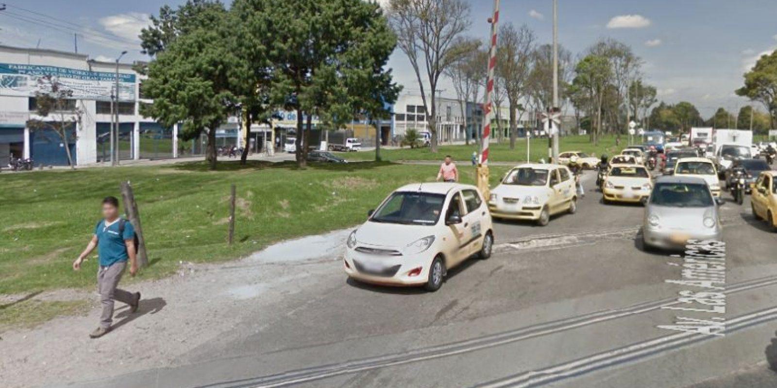 Este hueco en la avenida de las Américas con calle 28 es el protagonista de muchos accidentes. Foto:Google Street View