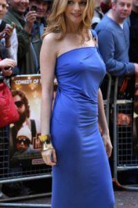Heather Graham, a lo suyo con mucha normalidad. Foto:vía Getty Images