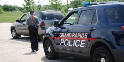 "Después de que dos agentes se reportaran a una llamada por violencia doméstica el sospechoso ""escapó"". Foto:Vía facebook.com/Grand-Rapids-Police-Department"