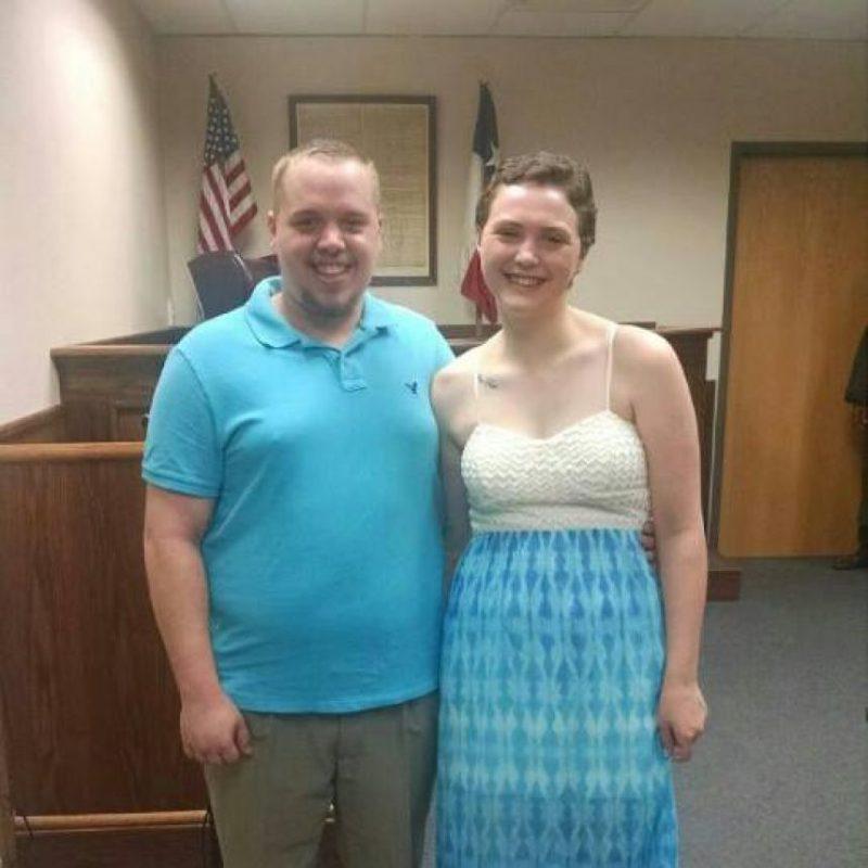 La feliz pareja Foto:Facebook.com/elizabethjaynes16