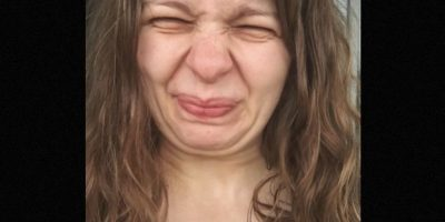 La protesta que mujeres rusas realizaron consistía en mostrar el rostro arrugado Foto:Instagram.com/katyakazbek