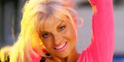 O a esta mujer con mucho bronceado. Foto:vía Pink/VEVO
