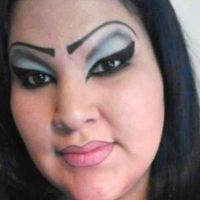 8. Ella realizó un delineado egipcio sumamente marcado. Tal vez sus cejas tampoco fueron una buena idea… Foto:Know Your Meme