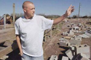 En 2006 la casa de la abuela de Matt Suter, donde él se encontraba, fue succionada por un tornado que lo lanzó a el a varios kilometros de distancia. Para su fortuna se levantó con solo rasguños.