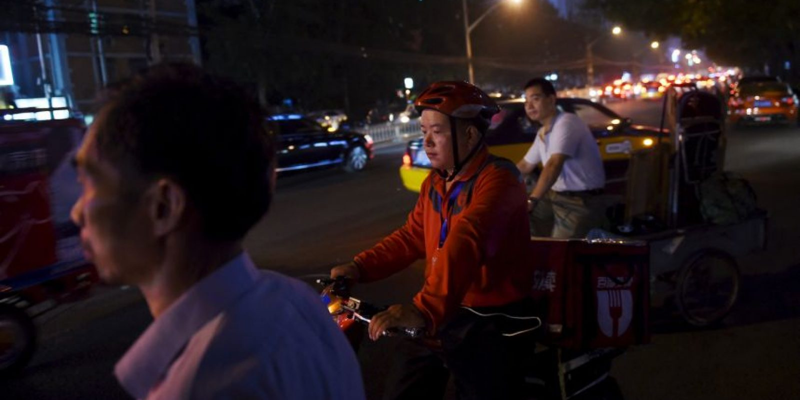 """Día con día, el Banco Central Chino ejerce un control sobre las oscilaciones en el tipo de cambio del yuan a través de un """"precio medio"""", lo cual lo permite fluctuar hasta un máximo de 2%. Foto:AFP"""