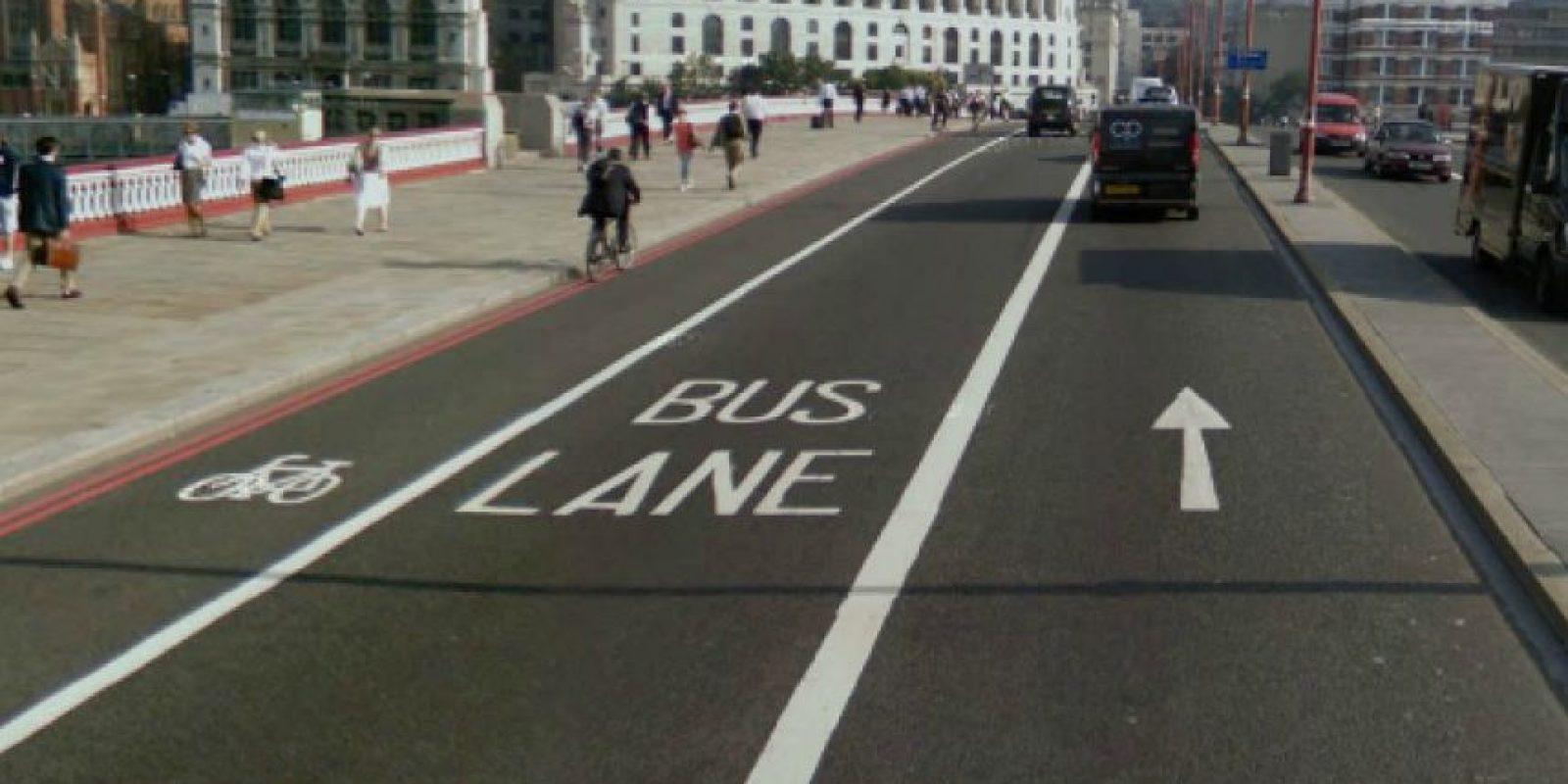 En Londres, los bicicarriles comparten espacio con los carriles exclusivos para buses Foto:Tomada de cyclingoffutility.blogspot.com