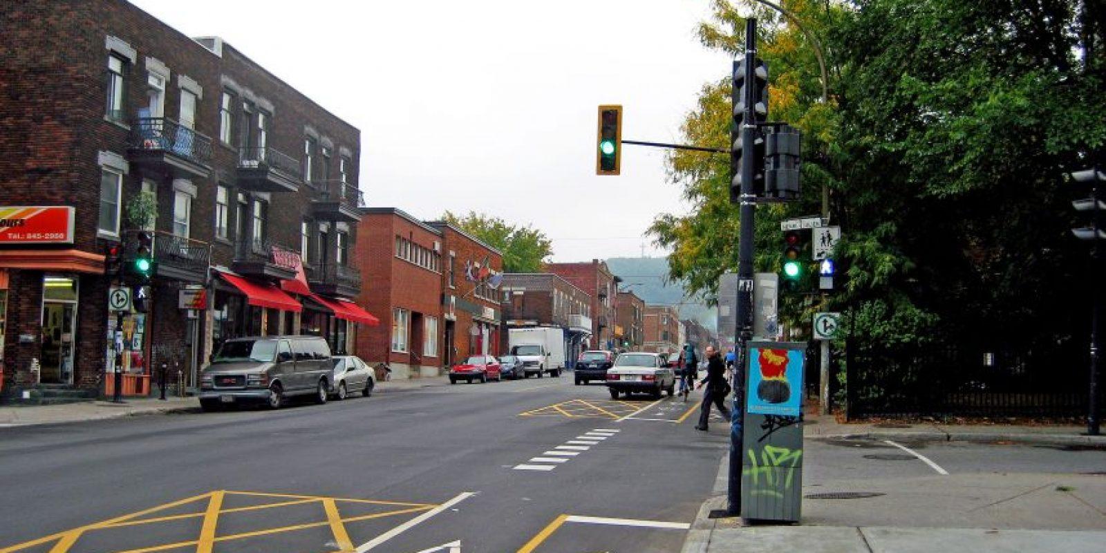 Montreal también se suma a la onda de los bicicarriles usando infraestructura construida para automóviles Foto:Tomada de utne.com
