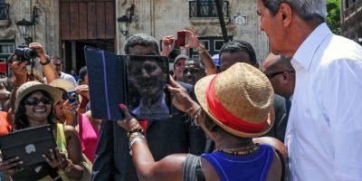 Turistas, periodistas y vecinos de la zona se congregaron rapidamente. Foto:AFP