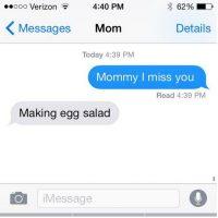"Hija: ""Mamá te extraño"". Mamá: ""Hago ensalada de huevo"" Foto:instagram.com/crazyyourmom/"