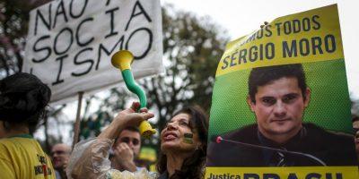 1. En funcionario se ha ganado el apoyo del pueblo por su investigación de corrupción en Petrobras. Foto:AFP