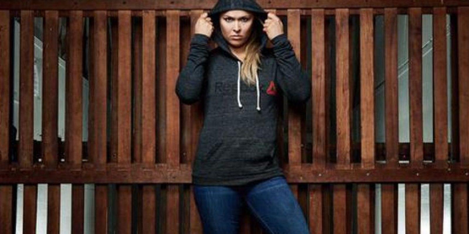 En noviembre de 2012 se integró a la UFC. Rousey compite en la categoría de Peso Gallos de Mujeres de la UFC, de la cual es la vigente campeona. Foto:Vía twitter.com/RondaRousey
