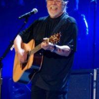 Por lo que este el cantante abandonó la tienda. Foto:Wikicommons