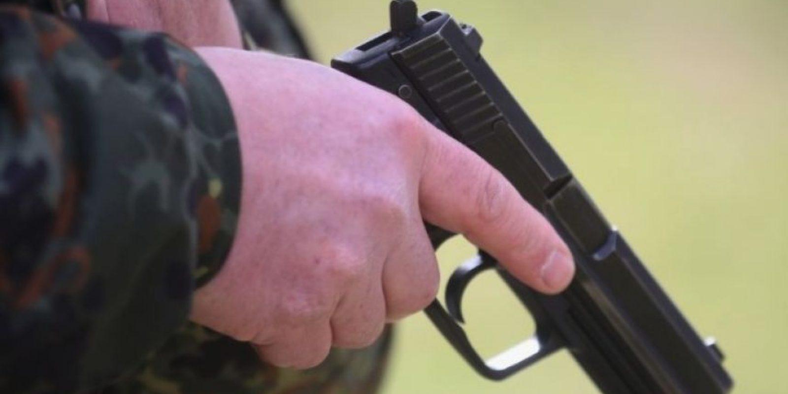 Autoridades investigan la muerte de un hombre de 31 años, quien presuentamente murió de un disparo perpetrado por su hijo, de dos años. Foto:Getty Images