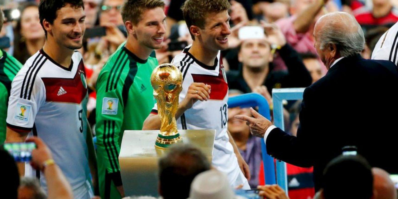 Louis Van Gaal y el Manchester United no están satisfechos con sus fichajes, quieren más. Foto:Getty Images