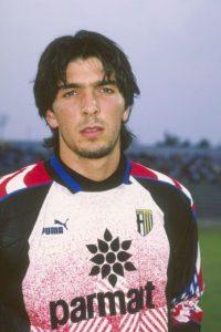 Debutó a los 17 años con el Parma, enfrentando al AC Milán. Foto:Getty Images