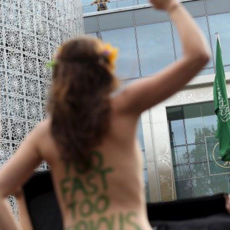 Feministas del mundo protestas en topless en diferentes temáticas Foto:Getty Images
