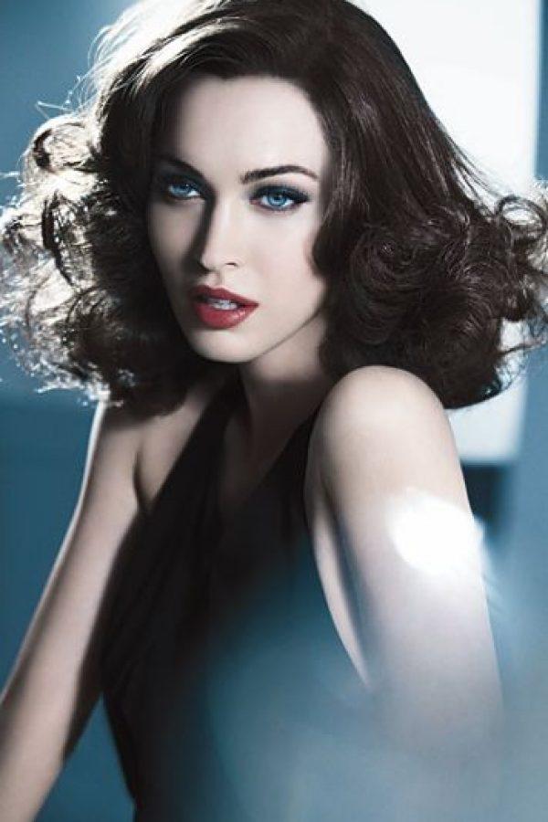 """""""Yo diría que la mayoría de la gente asume que no soy muy inteligente o educada o seria, porque tengo una imagen que proyecta narcisismo y llamo la atención"""", comentó a la revista """"Harper's Bazaar Arabia"""". Foto:Vogue"""