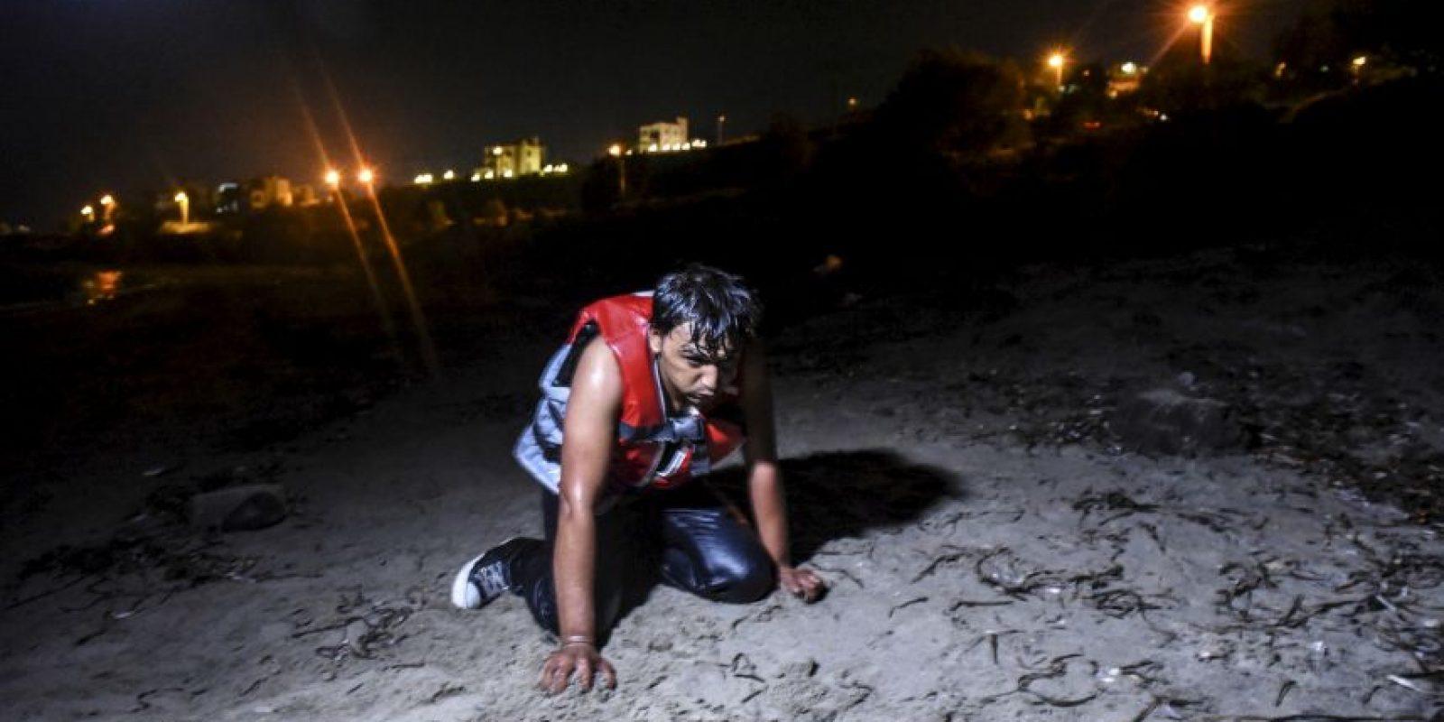 Migrante llega a las costas de Grecia. Foto:AFP