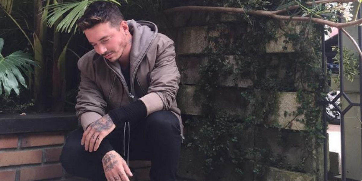 J Balvin se compara con Christian Grey