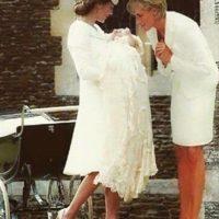 5. La foto falsa de la princesa Diana en el bautizo de su nieta, Charlotte de Cambridge Foto:Vía Twitter