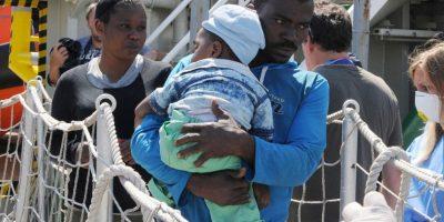 Inmigrantes de nacionalidad dominicana y cubana son los más que intentan entrar a la isla por dicho canal. La zona es peligrosa por ser un área de tiburones. Foto:AP