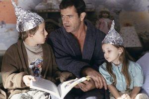 Es una cinta de ciencia ficción que relata la aparición de extrañas luces en el cielo. Foto:IMDb