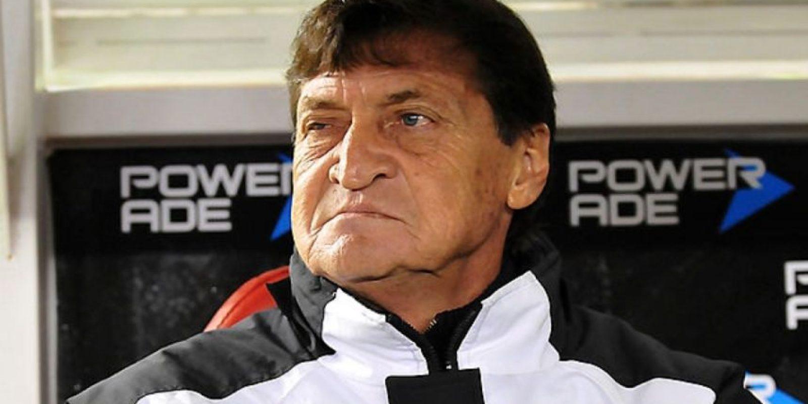 El argentino tuvo un recordado paso como portero de América de Cali en la década del 80, como entrenador se destacó en Banfield ganando el torneo apertura argentino en el año 2009 (Con James Rodríguez en nómina), en 2011 fue campeón invicto con Boca Juniors en el apertura gaucho y en 2012 obtuvo la Copa Argentina con el 'xeneize'. Sus últimas experiencias no han sido buenas, prácticamente condenó al descenso a All Boys en 2013, en 2014 pasó por Universidad Católica sin mucha gloria y en el primer semestre de 2015 dirigió a Quilmes, de nuevo en Argentina, con un rendimiento menor. Foto:Archivo Getty Images.