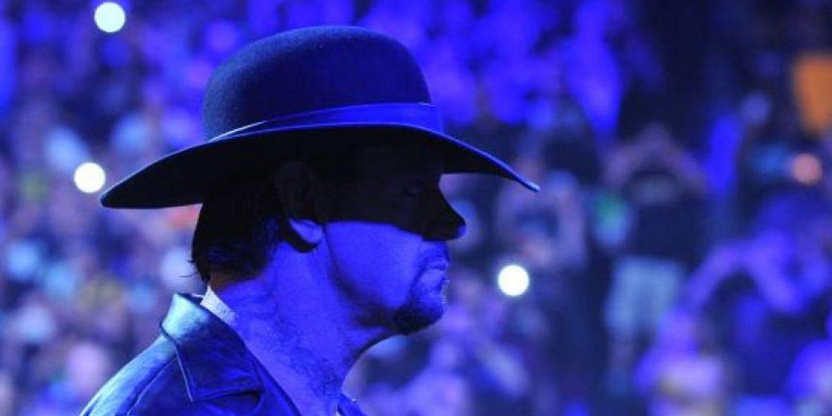 Undertaker se desploma después de su pelea en Summerslam