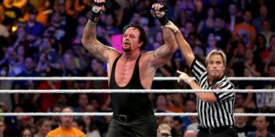Sin embargo, después de haber sido proclamado ganador, Undertaker se desplomó. Foto:WWE