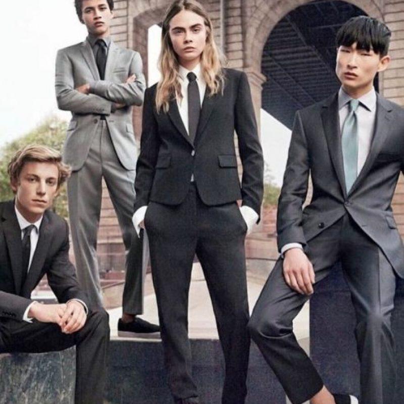 La modelo británica ha demostrado que se puede ser una mujer sensual y al mismo tiempo tomar el papel masculino en una relación. Foto:vía instagram.com/caradelevingne