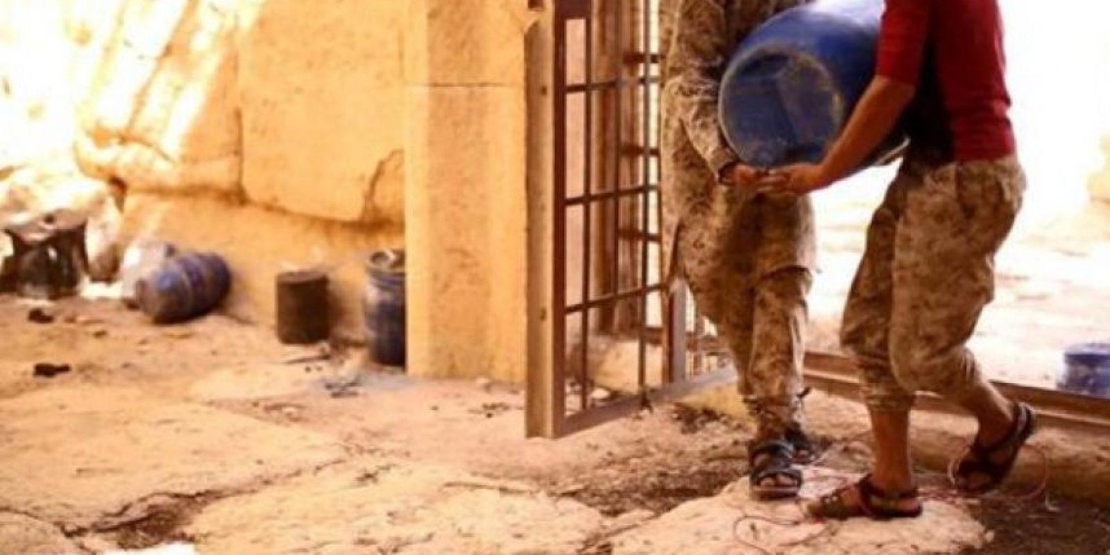 Pusieron barriles cargados de explosivos Foto:Estado Islámico
