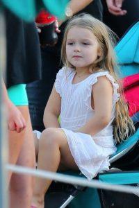 Harper lucía muy divertida desde su llegada al parque. Foto:The Grosby Group
