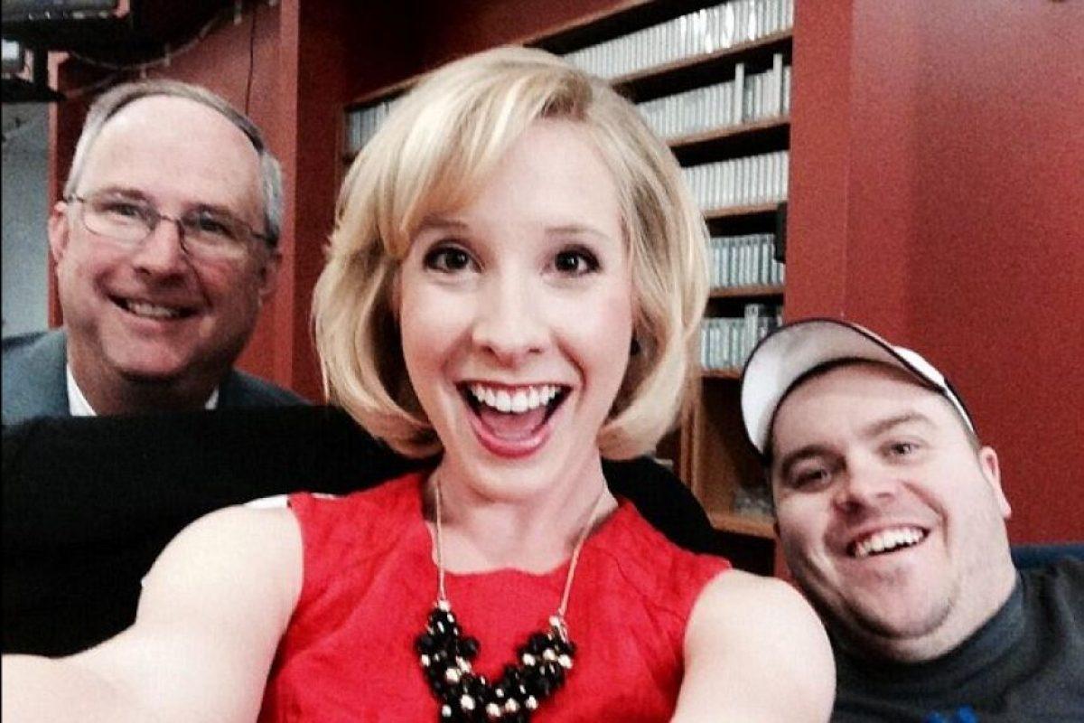 Alison (centro), Adam (derecha) Foto:Twitter Alison Parker