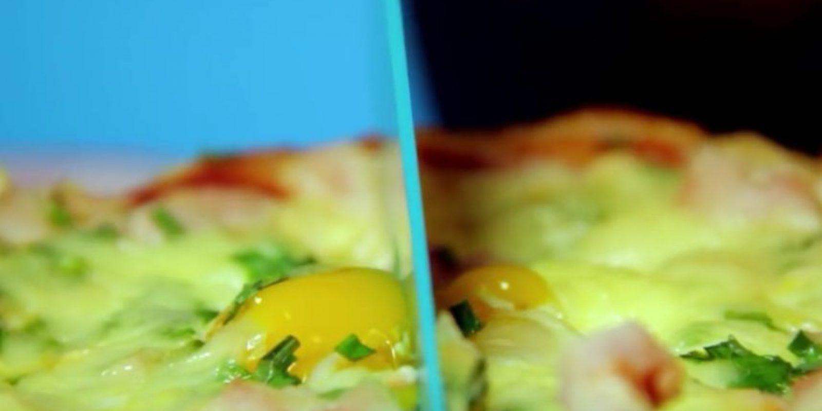 Pizza con huevo Foto:Vía Youtube