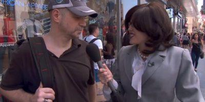 La cantante logró despistar a sus entrevistados con su look serio Foto:vía YouTube/Jimmy Kimmel