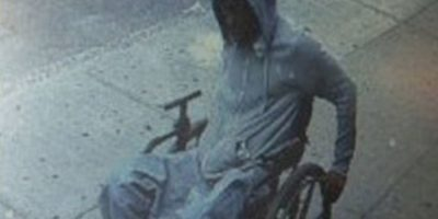 Un hombre en silla de ruedas robó un banco Foto:nyc.gov