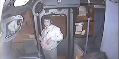 Pablo Ignacio Riquelme: Intentó robar un autobús y lo detuvo una puerta Foto:YouTube – Archivo